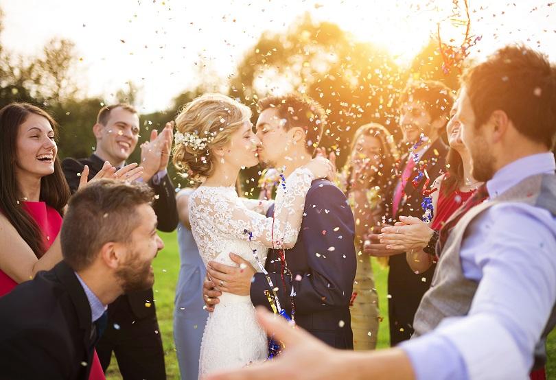 会費制結婚式の日程(六輝)を決める
