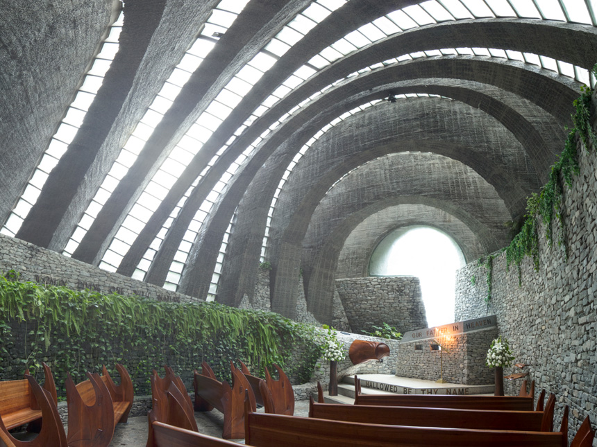 軽井沢挙式 するなら 石の教会 ! 1.5次会は東京で会費制ウェディング