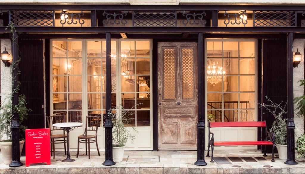 パリのカフェをイメージした素敵な会場