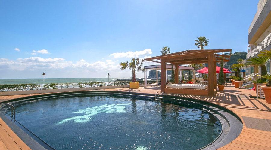 プールと海のあるパーティープラン